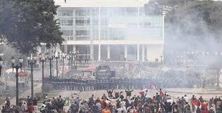 Mais violência sobre os mestres do Estado do Paraná em Curitiba.