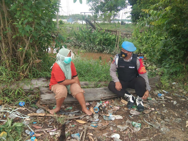 Bripka Riduan Sambangi Warga Sampaikan 3M di Masa Covid-19