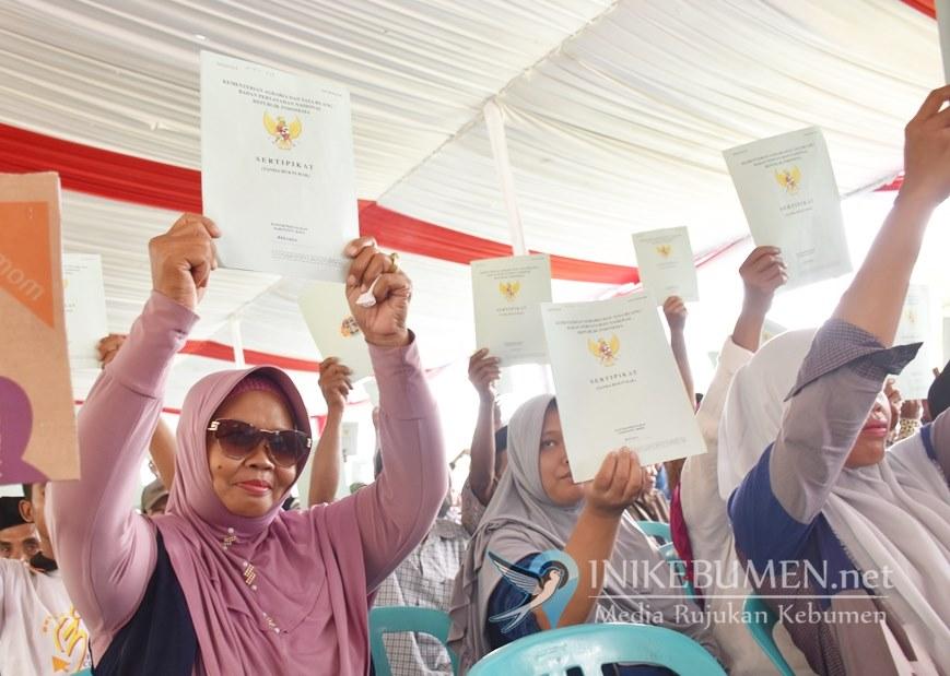 Ribuan Warga 7 Desa di Ambal Terima Sertifikat Program PTSL