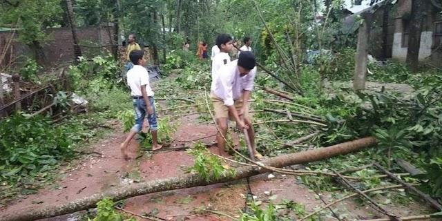 RSS Swayamsevaks carrying rescue operations in Kolkatta devastated by Cyclone Amphan