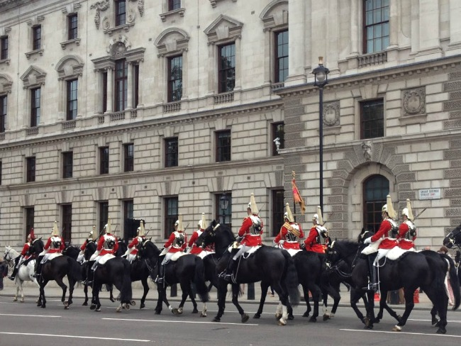 mounted-household-cavalry-near-parliament-in-London