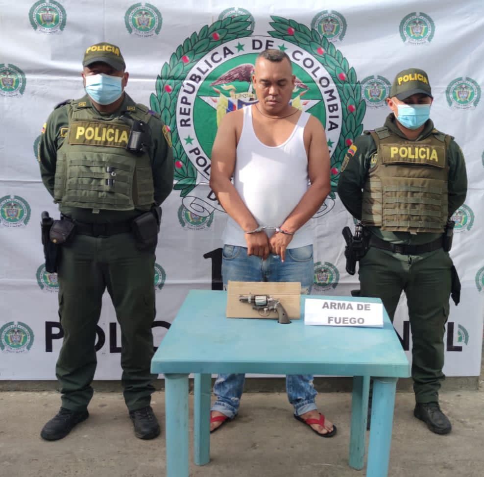 hoyennoticia.com, En Maicao lo pillaron en una parranda con un revolver en la mano