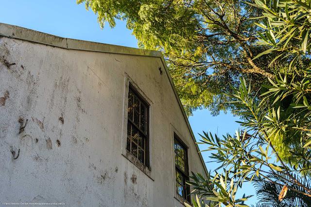 Casa com lambrequins - detalhe janelas laterais