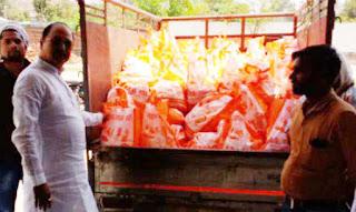 जौनपुर : मछलीशहर सांसद ने गरीबों में बांटे डेढ़ सौ कुन्तल राशन | #NayaSabera