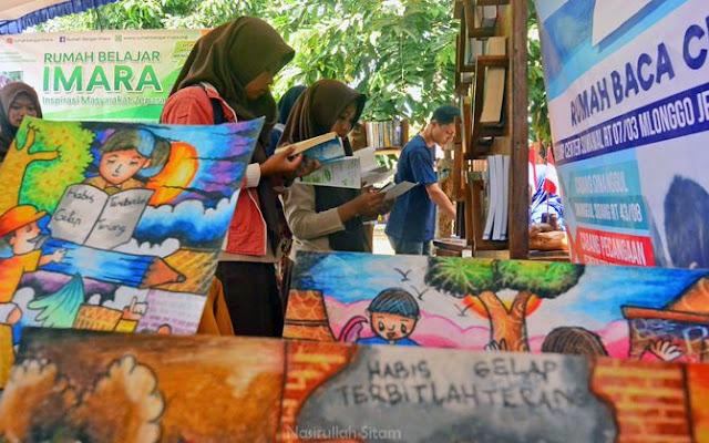 Siswa/i sekolah memadati stand Festival Literasi Jepara 2017