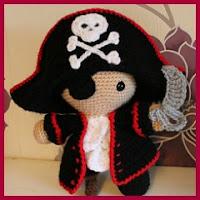 Mini pirata amigurumi