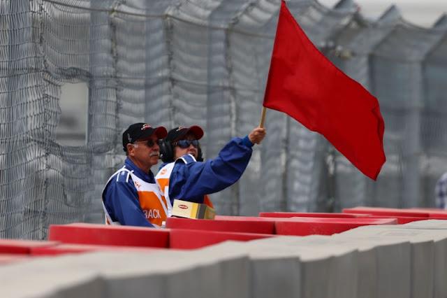 Arti Red Flag Di MotoGp (Penyebab serta Teknis Melanjutkan Balapan Setelah Red Flag)