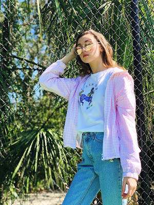 Kate Bartlett, teen blogger, trendy teen outfit, graphic tee, gingham, bomber jacket, fishnet socks, levis mom jeans