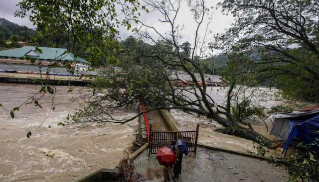 बाढ़ से पीड़ित केरल ने केंद्र से 2600 करोड़ रुपये का विशेष पैकेज मांगा
