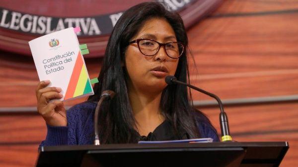 Gobierno de facto de Bolivia amenaza con cárcel a legisladores