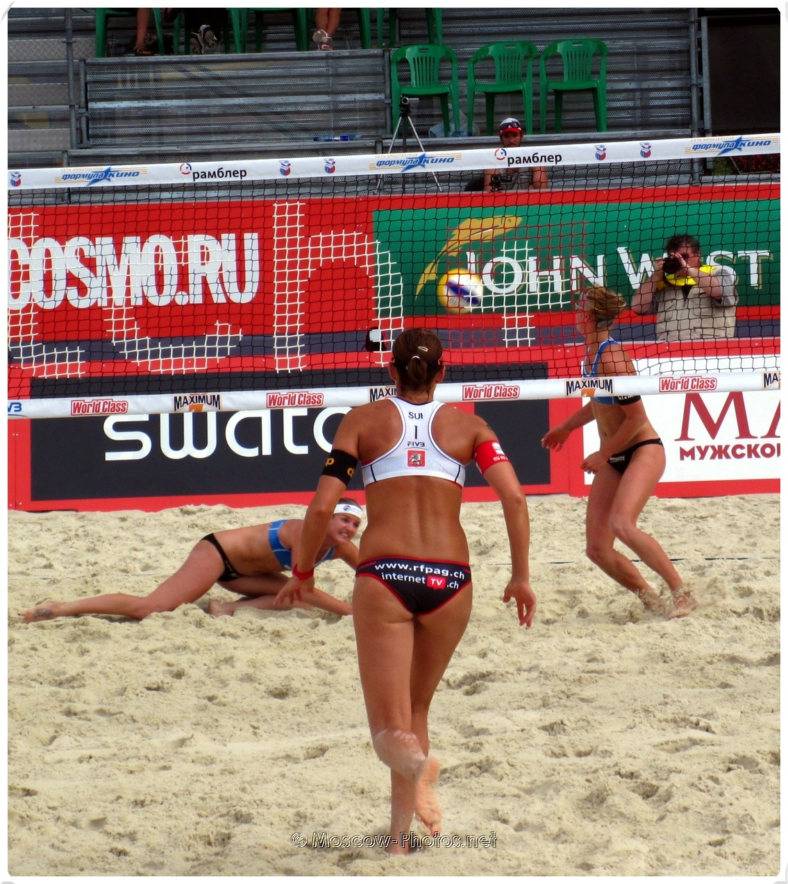 BEACH VOLLEYBALL MOVING DEFENSE