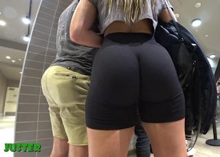 Hermosa chava nalgona shorts licra pegados