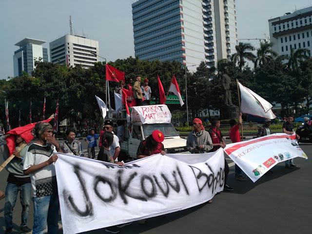 Dalam rangka memeringati 3 tahun kepemimpinan Jokowi-JK, perwakilan Cipayung Plus DKI Jakarta menggelar aksi