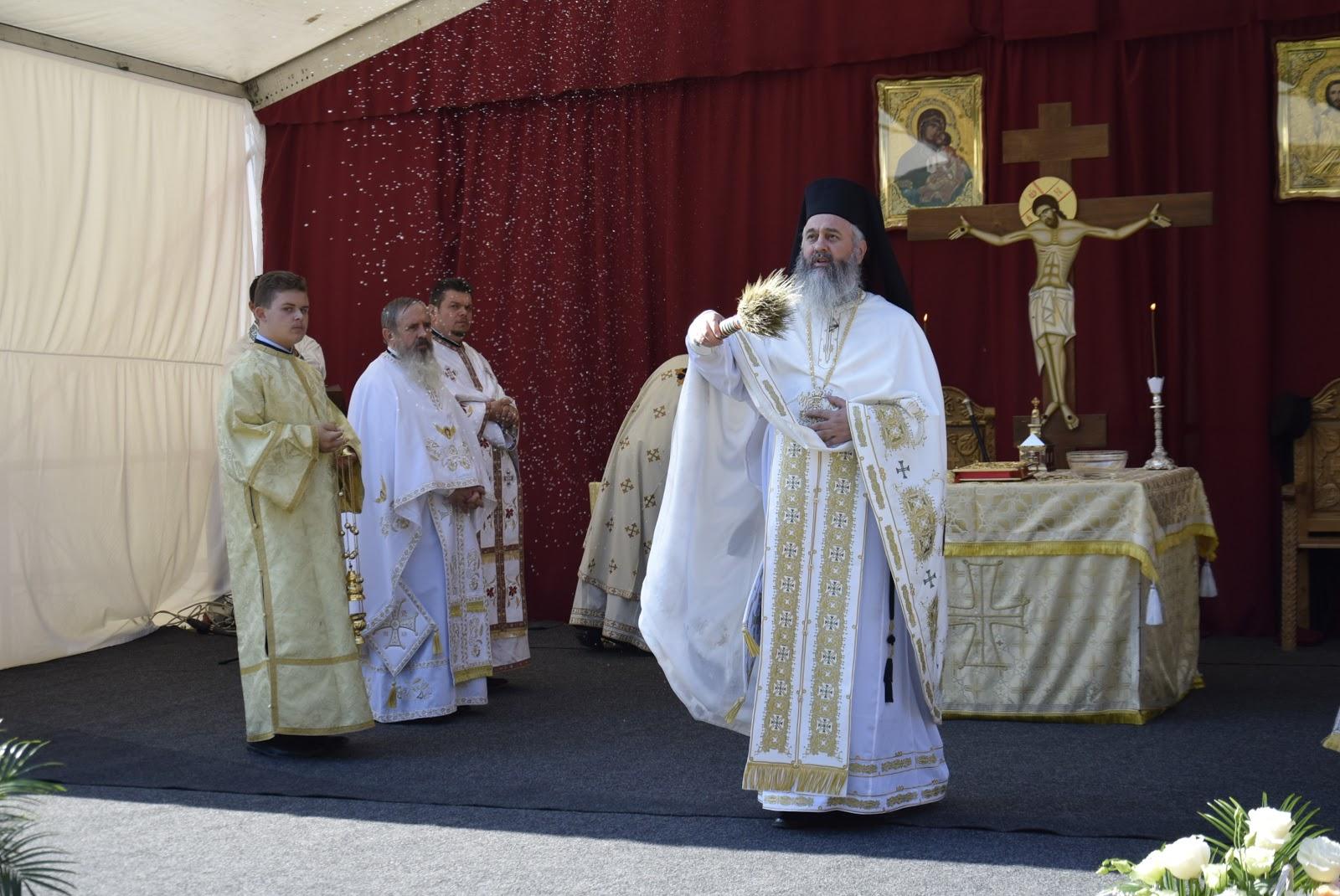 "Dar!: Sfanta Liturghie la Manastirea ""Petru Rares Voda"" si"