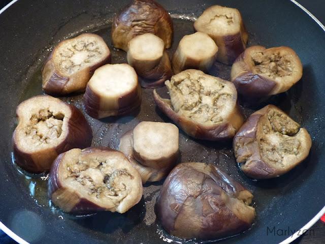 Faites dorer rapidement les rondelles d'aubergines.