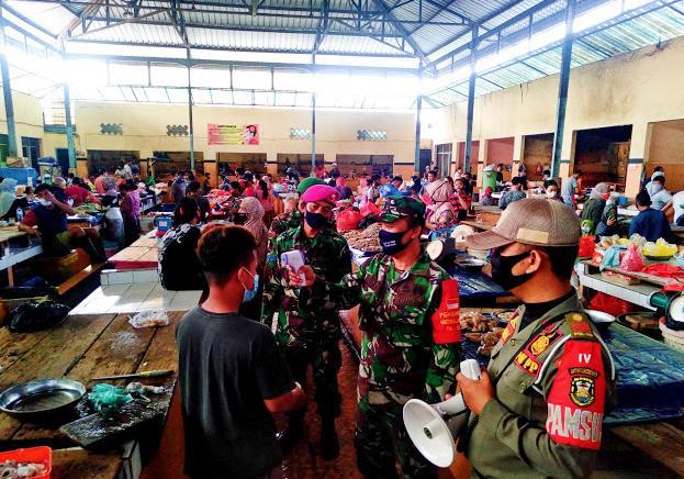 Pasar Gudang Lelang di Sisir Satgas Covid19 Dalam Melaksanakan Penegakan Disiplin Protokoler kesehatan