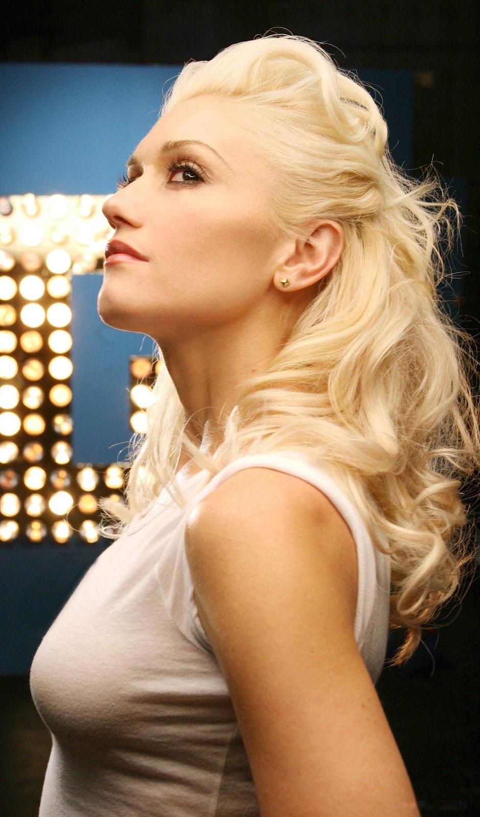 Top 10 Best ... Gwen Stefani Breastfeeding