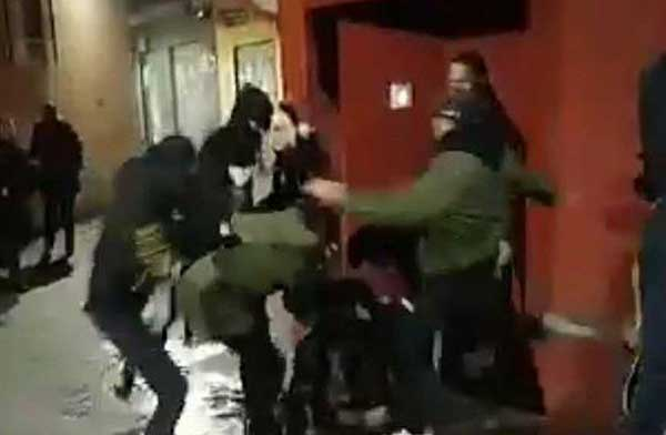 Una chica pateada en la puerta de un pub de Murcia