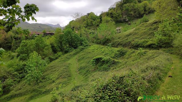 Llegando a la aldea abandonada de Tiblós, Belmonte