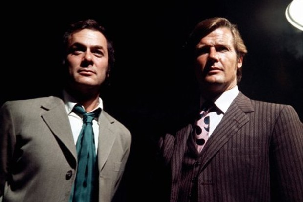 Danny Wilde (Tony Curtis) et Lord Brett Sinclair (Roger Moore) dans Amicalement vôtre, série créée par Robert S. Baker (1971-1972)