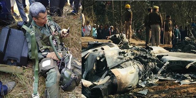 कुशीनगर के हेतिमपुर में फाइटर प्लेन क्रैश, पायलट ने पैराशूट का प्रयोग कर बचाई जान