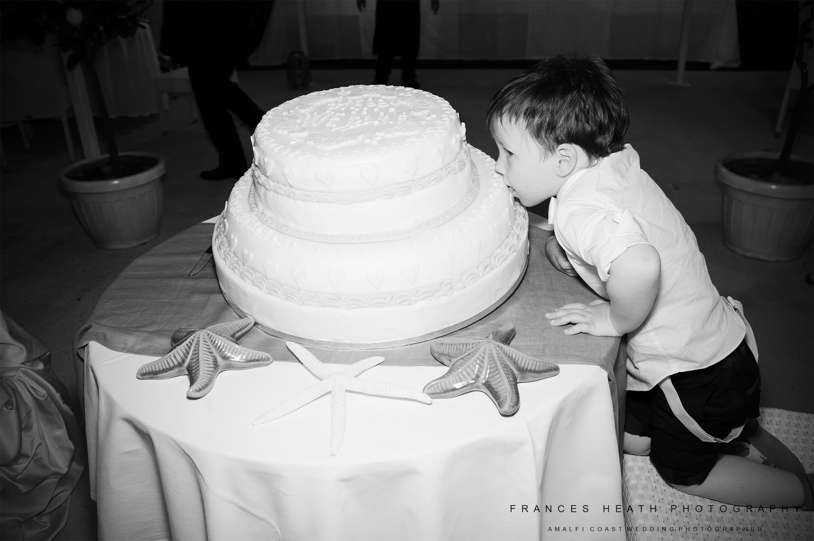 Wedding cake at the Sassi Beach Club in Nerano