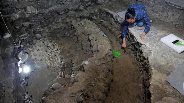 Hallan en México enorme muro azteca hecho de cráneos humanos