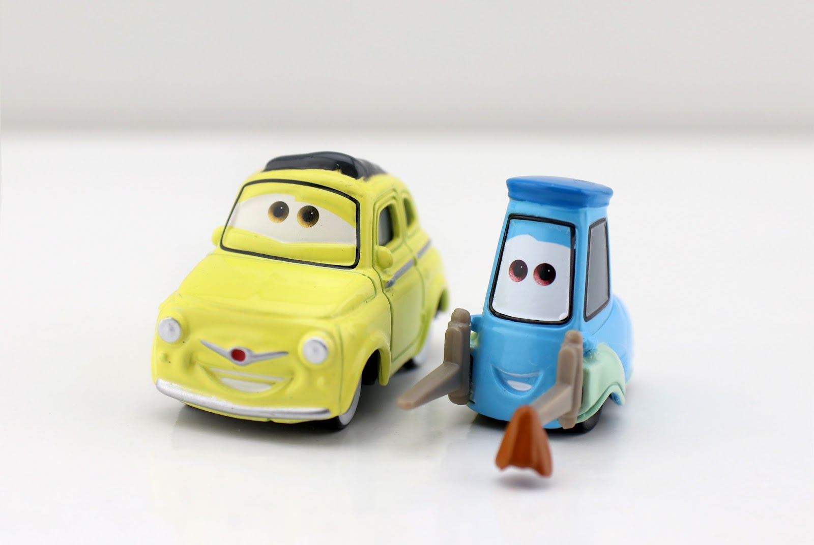 Cars 3: Lightning McQueen as Chester Whipplefilter, Luigi & Guido with Cloth (3-Pack)