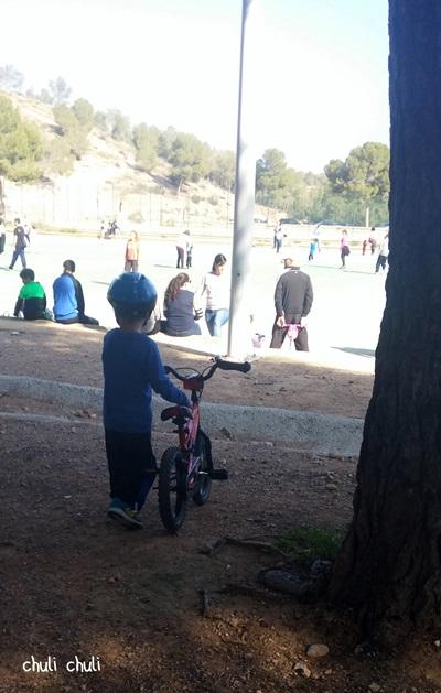 jugando con bicis en el valle perdido