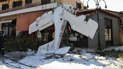 Για γέλια και για κλάματα η κατάσταση, που περιγράφει ο πρόεδρος στην Πρώτη Σερρών, όπου το πρωί έπεσε το μονοκινητήριο αεροσκάφος, στην καρ...