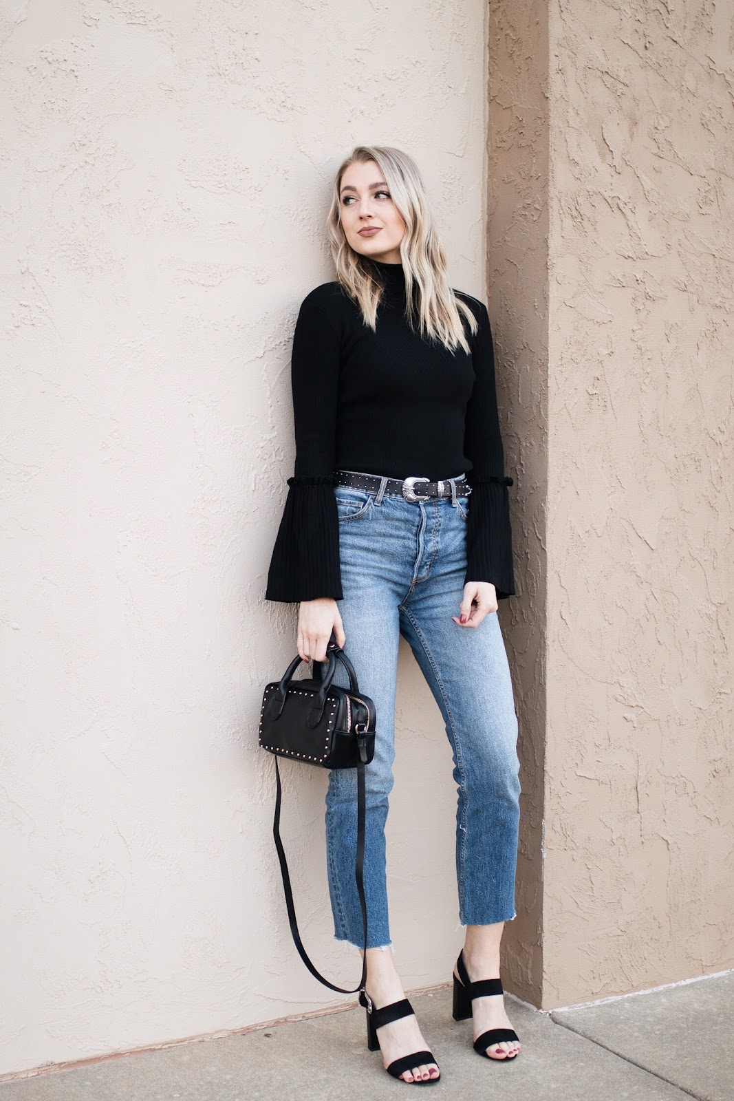 High-waisted girlfriend jeans