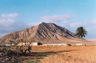 Lo que hay que ver en Fuerteventura: La montaña de Tindaya. 1