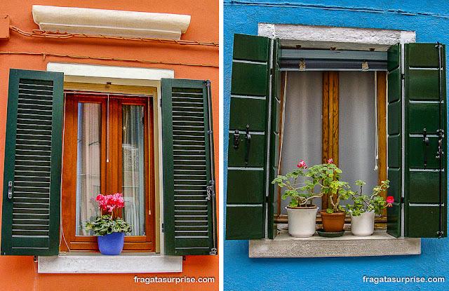 janelas na Ilha de Burano, Itália