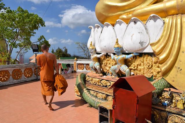Wat Tham Sua monks