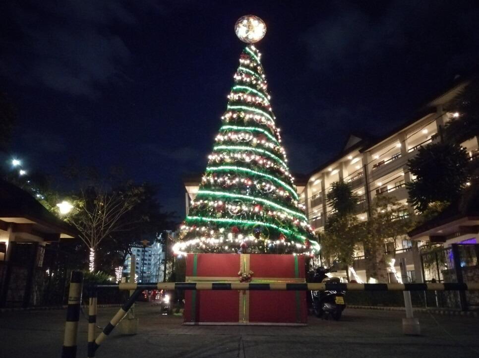 Huawei Y9 2019 Main Camera Sample - Night, Christmas Tree - Auto