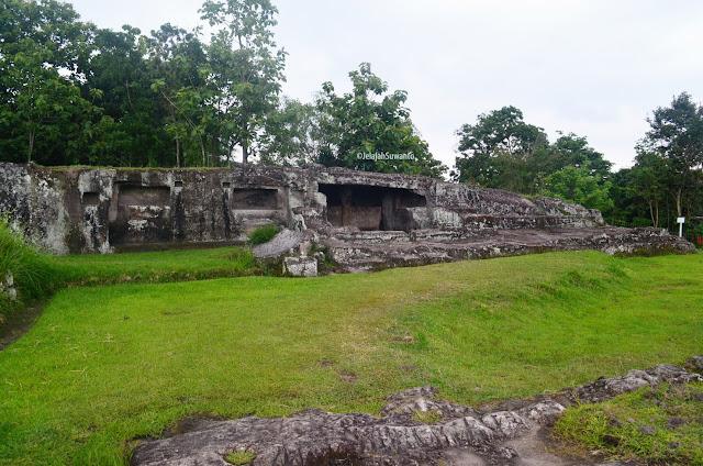 Gua Lanang dan Gua Wadon Situs Ratu Boko ©JelajahSuwanto