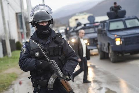 Lövöldözés volt Észak-Koszovóban, Szerbia teljes harckészültségben