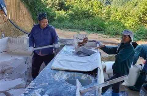 Chuyên gia Trung Quốc thăm dò đất hiếm ở Việt Nam không cần giấy phép?