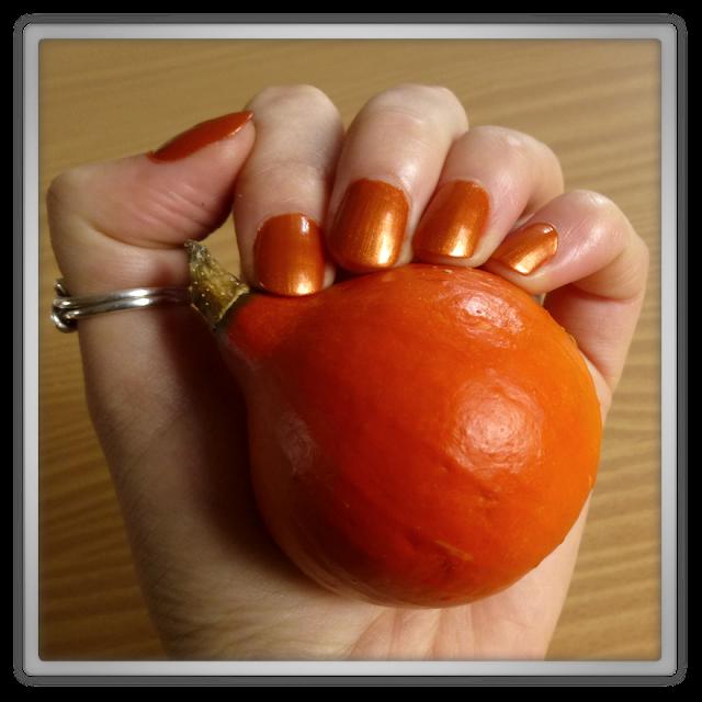 halloween nails pumpkin pompoen nagellak catrice rusty but sexy