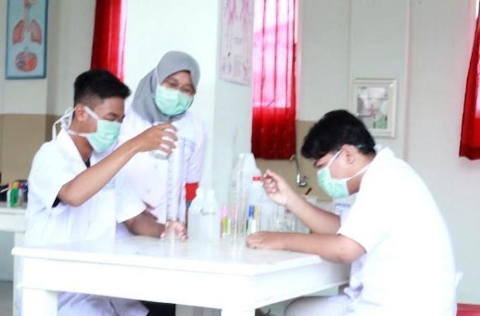 Healthy Class SMAM 8 Produksi Sanitizer
