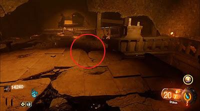 地下儀式部屋の画像赤丸部分の割れ目