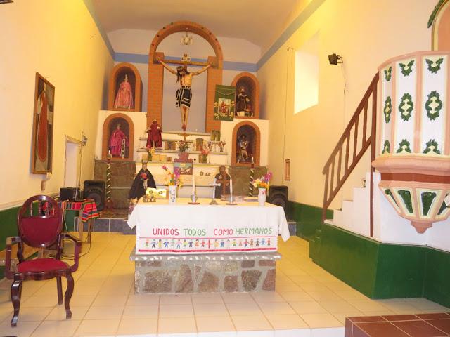 Die Kirche für den Abendgottesdienst am Gründonnerstag geschmückt