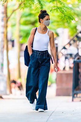 Katie Holmes Steps Out In the Look of Summer