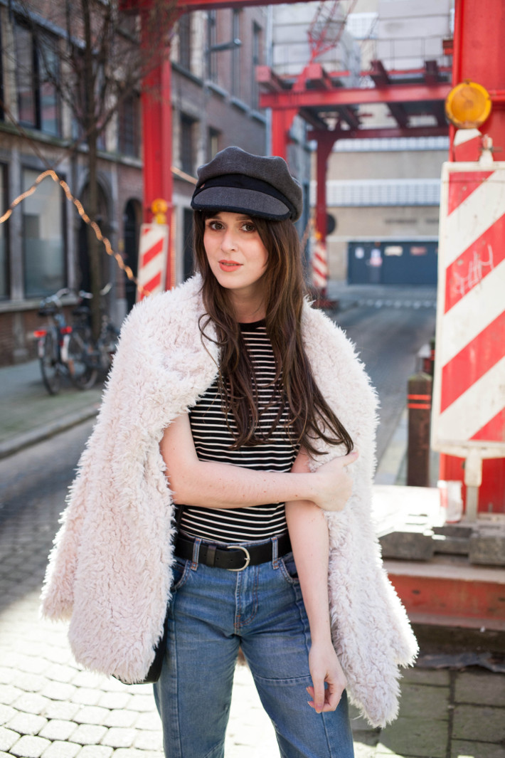 Outfit: 70s style in cropped denim and fiddler cap