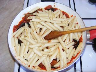 Preparare paste cu legume la tigaie retete culinare,