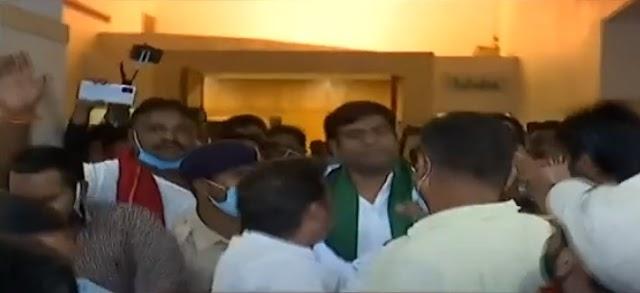 महागठबंधन के प्रेस कांफ्रेंस में हंगामा, मुकेश सहनी ने कहा - तेजस्वी ने पीठ में खंजर घोंपा