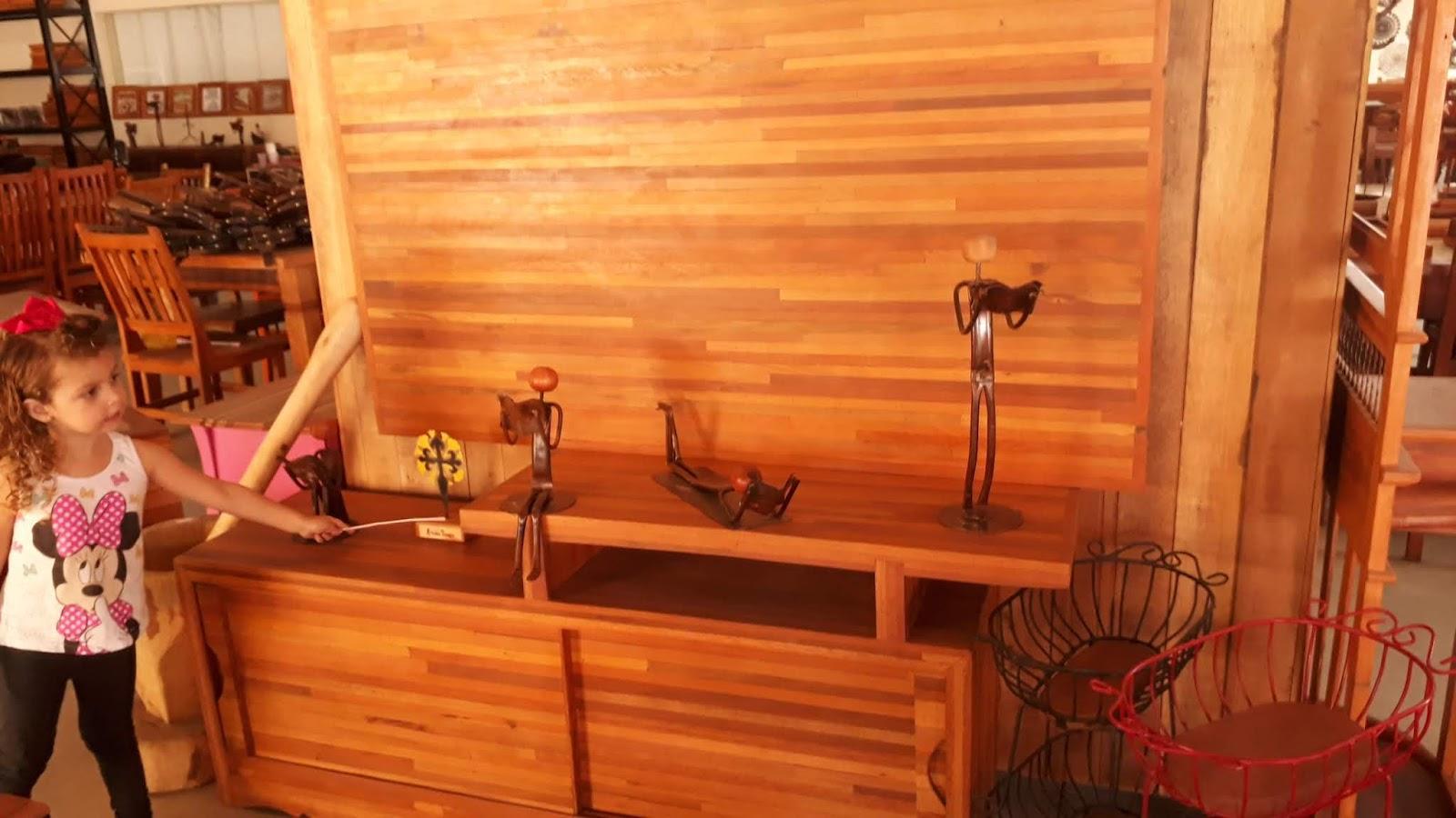 Loja de artesanato e móveis de madeira de Prados