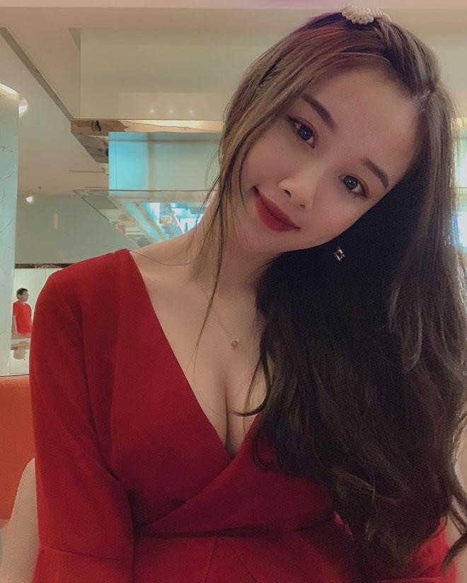 Bạn gái Văn Toàn ngày càng gợi cảm, không ngại mặc đồ sexy