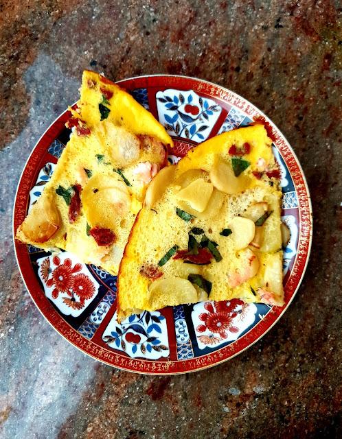 łosoś, suempol,omlet,omlet jajeczny,szybka przekąska z jajek,potrawy z jajek,jak zronić omlet,kuchnia polska,jedzenie na wynos,z kuchni do kuchni,blog kulinanry,