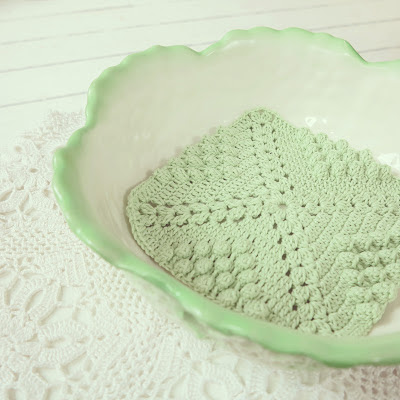 ByHaafner, vintage bowl. Max Roesler, cabbage leaves, mint green and white, crochet, potholder, doily